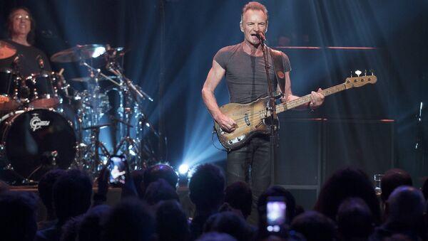 Sting, Paris'teki terör saldırılarının birinci yıldönümünde Bataclan'da konser verdi - Sputnik Türkiye