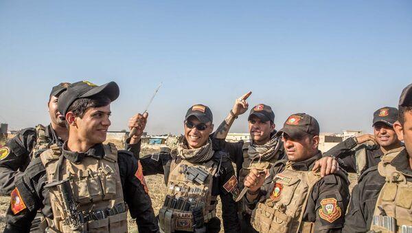 Irak ordusu, Musul'da stratejik bir mahalleyi IŞİD'den geri aldı. - Sputnik Türkiye
