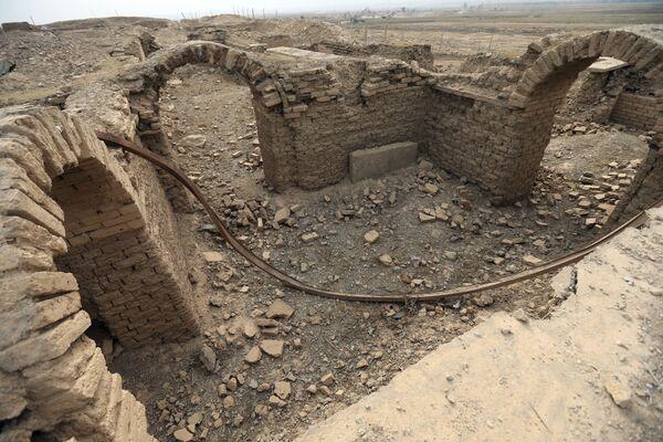 Tarihsel önemi olan Nimrud antik kenti, Asur kralı 1. Salmanasar tarafından milattan önce 13. yüzyılında kuruldu. Kent 400 yıl sonra da 2. Ashurnasirpal   döneminde Asur İmparatorluğu'nun başkenti oldu. - Sputnik Türkiye