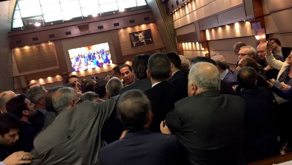 İBB'nin meclis toplantısında 'cinsel istismar' kavgası çıktı - Sputnik Türkiye