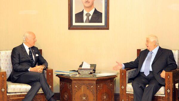 Suriye Dışişleri Bakanı Velid Muallim ve BM Suriye Özel Temsilcisi Staffan De Mıstura - Sputnik Türkiye