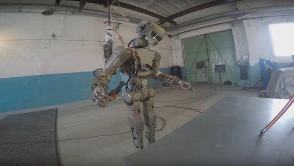 Rus avatar robot FEDOR testere kullanmayı öğrendi - Sputnik Türkiye