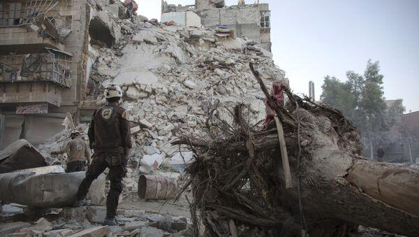 Beyaz Miğferler, Halep'teki bir kurtarma görevinde - Sputnik Türkiye