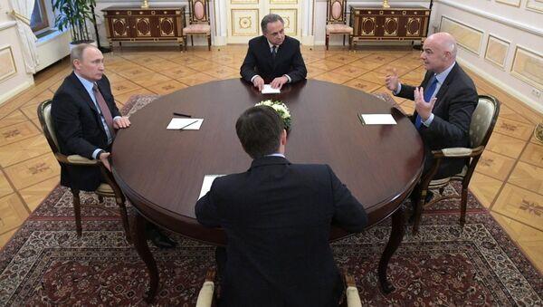 Rusya Devlet Başkanı Vladimir Putin, FIFA Başkanı Gianni Infantino'yu ağırladı - Sputnik Türkiye