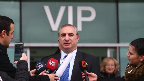 İsrail'in Ankara Büyükelçisi Eitan Naeh, Ankara'ya geldi. Naeh, Ankara Esenboğa Havaalanı VIP çıkışında basın mensuplarının sorularını yanıtladı. - Sputnik Türkiye