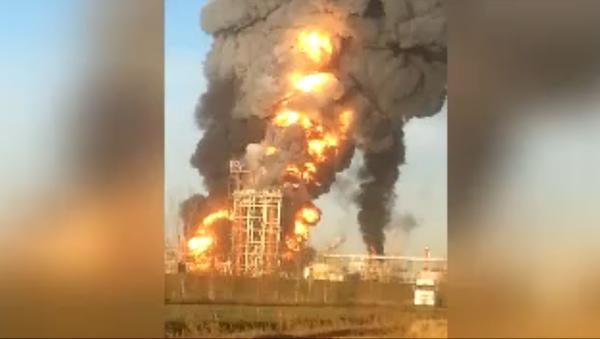 İtalya'daki petrol rafinerisinde yangın - Sputnik Türkiye