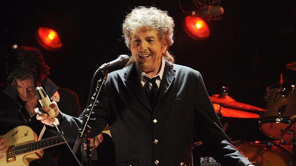 In this Jan. 12, 2012, file photo, Bob Dylan performs in Los Angeles - Sputnik Türkiye