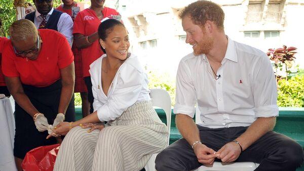 Prens Harry ve Rihanna, Dünya AIDS Günü'nde farkındalık yaratmak için birlikte AIDS testi yaptırdı - Sputnik Türkiye