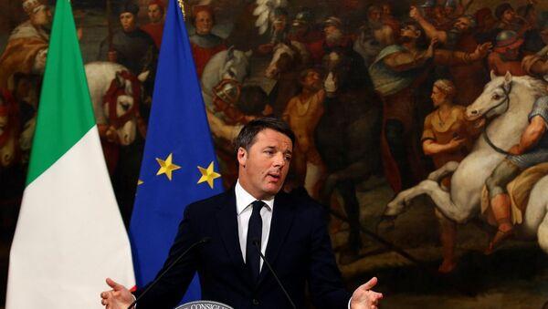 İalya Başbakanı Matteo Renzi, başbakanlık sarayı Chigi'de düzenlediği basın toplantısında istifa edeceğini duyurdu - Sputnik Türkiye