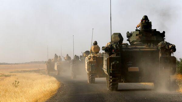 Karkamış sınırına sevk edilen askeri araçlar / Türk askeri - Sputnik Türkiye
