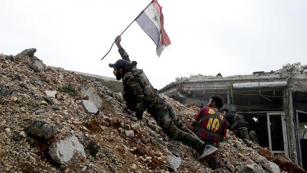 Halep'te savaşan Suriye ordusu askerleri - Sputnik Türkiye