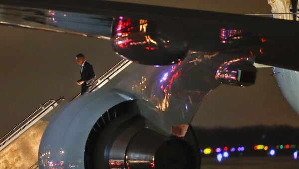 ABD Başkanı Barack Obama Air Force One'dan inerken - Sputnik Türkiye