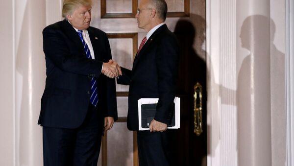 Donald Trump ve Andrew Puzder - Sputnik Türkiye