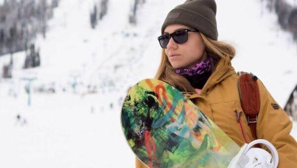 Şeregeş'te snowboard yapan Rus güzeller - Sputnik Türkiye