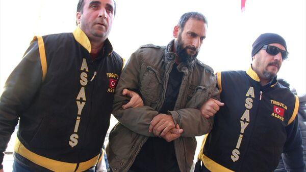 Ebru Kaya Tireli'yi darp ettiği iddiasıyla gözaltına alınan M.T - Sputnik Türkiye