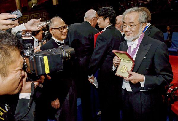 Japon hücre biyoloğu Yoshinori Ohsumi, Nobel Tıp Ödülü'nün sahibi oldu. - Sputnik Türkiye