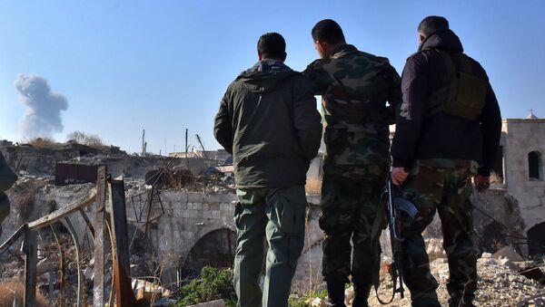 Halep'teki Suriye ordusu askerleri - Sputnik Türkiye