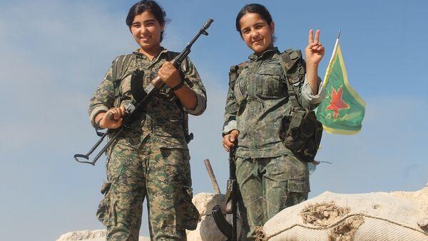 Demokratik Suriye Güçleri'nin (DSG) kadın savaşçıları - Sputnik Türkiye