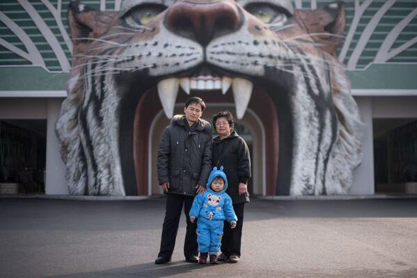 Foto muhabiri Ed Jones, Kuzey Kore'nin başkenti Pyongyang'da çektiği portrelerle ülkedeki insanlar ve günlük yaşama kısa bir bakış atma imkânı sundu. - Sputnik Türkiye