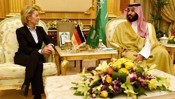 Almanya Savunma Bakanı Ursula von der Leyen ve Suudi mevkidaşı Muhammed bin Selman el-Suud - Sputnik Türkiye