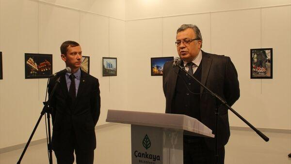 Ankara'daki Çağdaş Sanatlar Merkezi'nde katıldığı bir sergide uğradığı silahlı saldırı sonucu hayatını kaybeden Rusya'nın Ankara Büyükelçisi Andrey Karlov, 2013 yılından bu yana Ankara'da görev yapıyordu. - Sputnik Türkiye