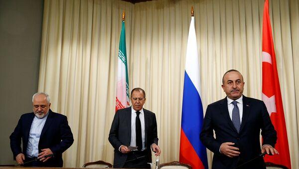 Dışişleri Bakanı Mevlüt Çavuşoğlu, İran Dışişleri Bakanı Muhammed Cevad Zarif ve Rusya Dışişleri Bakanı Sergey Lavrov - Sputnik Türkiye