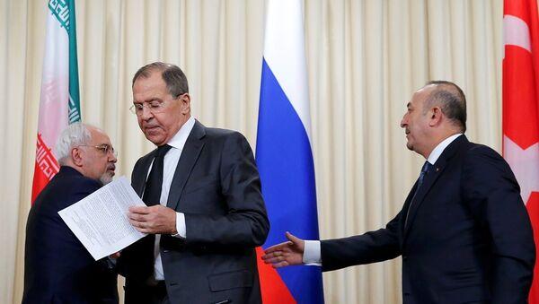 Rusya Dışişleri Bakanı Sergey Lavrov, Türkiye Dışişleri Bakanı Mevlüt Çavuşoğlu, İran Dışişleri Bakanı Cevad Zarif - Sputnik Türkiye