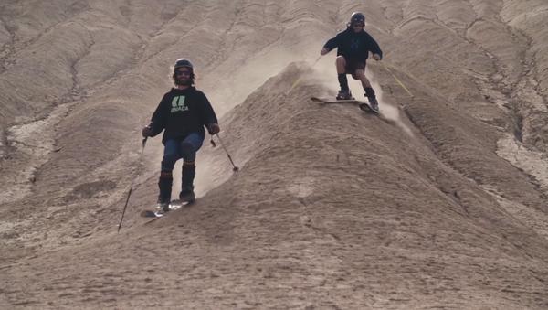 Avrupalılar, İran çöllerinde kum kayağı yaptı - Sputnik Türkiye