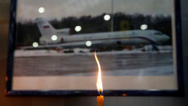 Soçi'den kalkmasının ardından Karadeniz'e düşen Rus askeri uçağında hayatını kaybedenler için birçok yerde anma düzenlendi. - Sputnik Türkiye