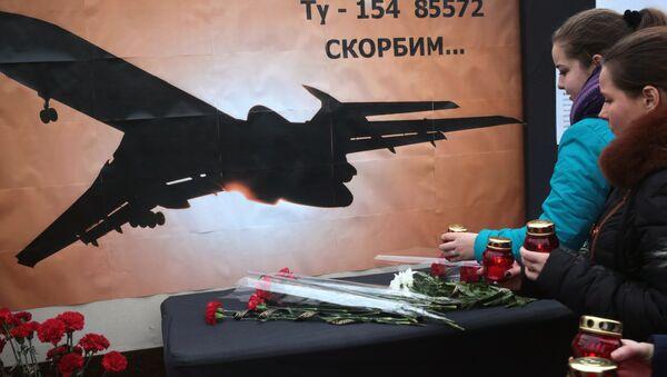 Kırım'ın Simferopol kentindekiler düşen Tu-154 uçağında ölenleri andı - Sputnik Türkiye