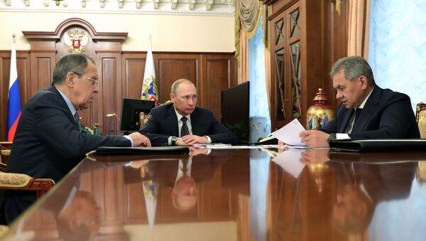 Rusya Devlet Başkanı Vladimir Putin, Rusya Dışişleri Bakanı Sergey Lavrov ve Rusya Savunma Bakanı Sergey Şoygu - Sputnik Türkiye