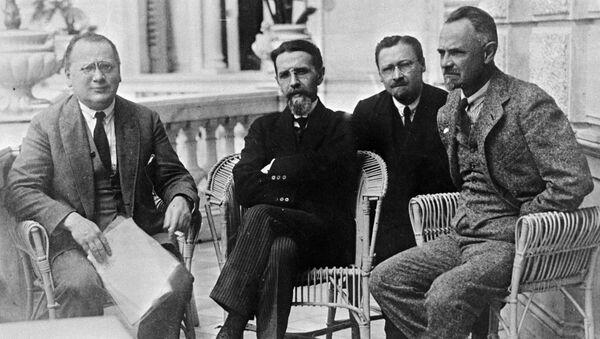 Sovyet diplomalar M.Litvinov,V.Vorovskoy,S.Pilyavskiy,L.Krasin. - Sputnik Türkiye
