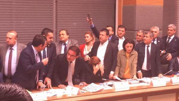 Anayasa Komisyonu - kavga - Sputnik Türkiye