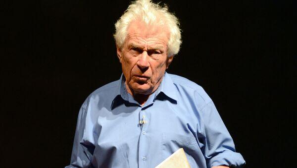 İngiliz yazar ve sanat eleştirmeni John Berger - Sputnik Türkiye