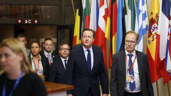 İngiltere eski Başbakanı David Cameron (solda) ve istifa eden AB Büyükelçisi Ivan Rogers - Sputnik Türkiye