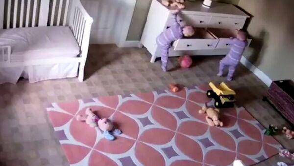 Bowdy Shoff'un ikiz kardeşi Brock'u kurtardığı görüntüler Youtube'da milyonlarca kez izlendi - Sputnik Türkiye