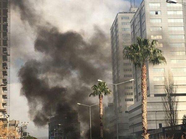 İzmir Adliyesi C Kapısı önünde bir araçta patlama meydana geldi. - Sputnik Türkiye