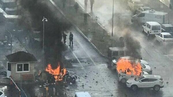 İzmir'de patlama - Sputnik Türkiye