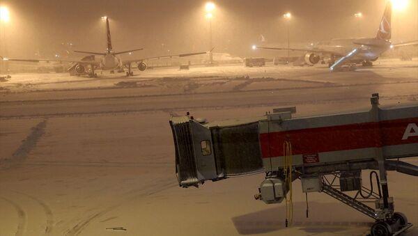 Atatürk Havalimanı'nda kar - Sputnik Türkiye