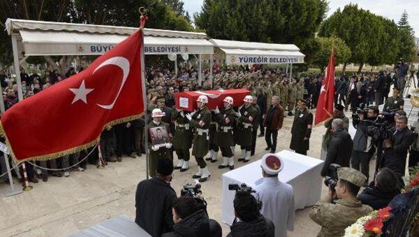 Astsubay Keskin'in cenazesi Adana'ya getirildi - Sputnik Türkiye