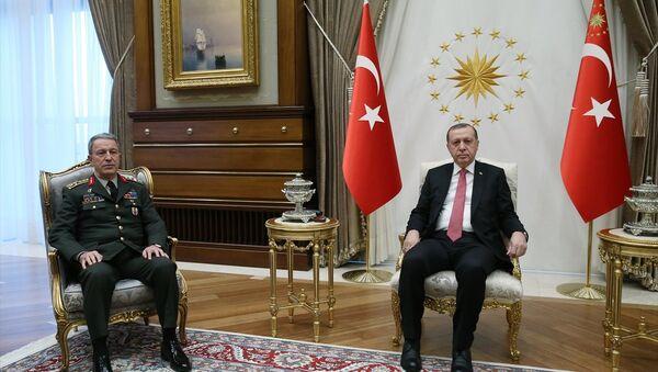 Cumhurbaşkanı Recep Tayyip Erdoğan, Genelkurmay Başkanı Orgeneral Hulusi Akar'ı kabul etti. - Sputnik Türkiye