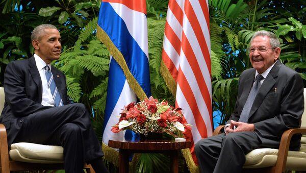 ABD Başkanı Barack Obama-Küba Devlet Başkanı Raul Castro - Sputnik Türkiye