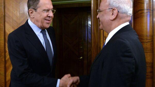 Filistin Kurtuluş Örgütü (FKÖ) Genel Sekreteri Saib Ureykat- Rusya Dışişleri Bakanı Sergey Lavrov - Sputnik Türkiye