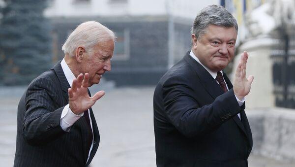 ABD Başkan Yardımcısı Joe Biden - Ukrayna Devlet Başkanı Pyotr Poroşenko - Sputnik Türkiye