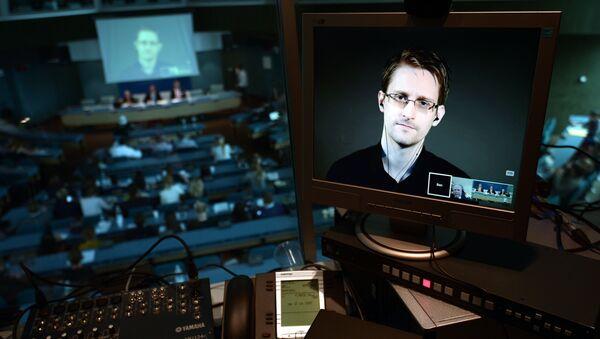 NSA former intelligence contractor Edward Snowden - Sputnik Türkiye