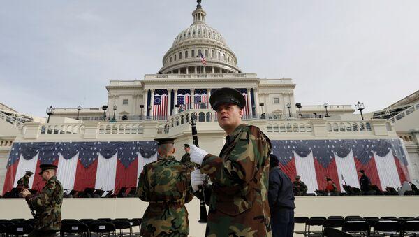 Trump'ın yemin edeceği Kongre binası önündeki alanda Donanma Bandosu prova yaptı - Sputnik Türkiye