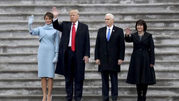 ABD Başkanı Donald Trump, yardımcısı Mike Pence ve First Lady Melania Trump ile Karen Pence - Sputnik Türkiye