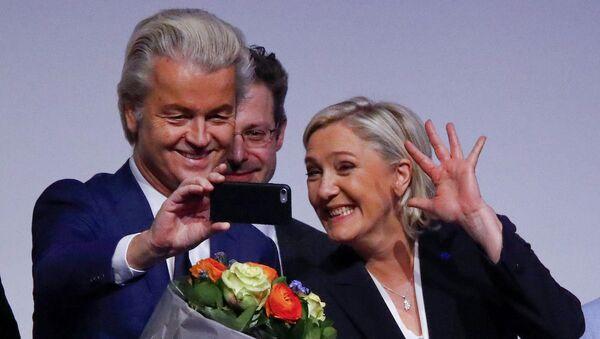 Ulusal Cephe lideri Marine Le Pen ve Hollanda'dan aşırı sağcı Özgürlük Partisi (PVV) lideri Geert Wilders - Sputnik Türkiye