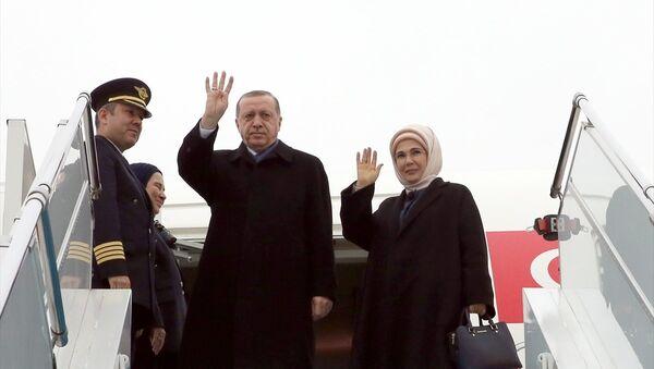Afrika turuna çıkan Erdoğan'a eşi Emine Erdoğan da eşlik ediyor. - Sputnik Türkiye