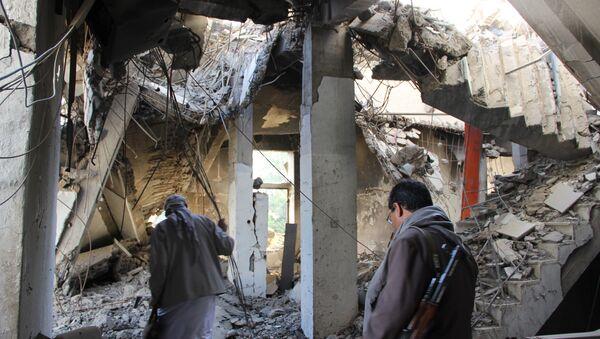 Yemen, Sada kenti yakınlarında bombalanan bina - Sputnik Türkiye